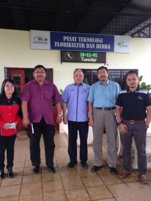 Photo 1 : With Dato Jamal Harizan Bin Yang Razali, Director of Majlis Latihan Pertanian Kebangsaan (NATC), Kementerian Pertanian Dan Industri Asas Tani.